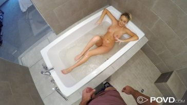 Povd Alexis Adams in Shower Creeping 18